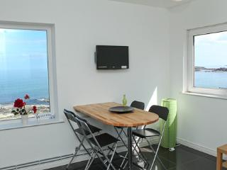 Atlantic Apartment: Sea Views. Free WiFi. Parking, Portstewart
