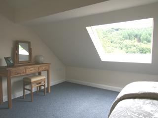 Double bedroom with top quality bed & linen. Oak furniture and beautiful woodland views.