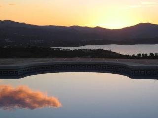 Spectacular Lake  view luxury villa private pool, Free WIFI, Sat TV, Air Cond., Vinuela