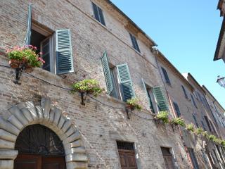 antico palazzo nel borgo storico di  Mondavio