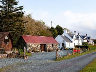 Cruard Cottage, Camus Cross
