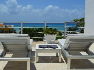 PH 2BDM WITH JACUZZI AND SEA VIEW, 7th NIGHT FREE!, Playa del Carmen