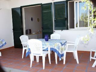 APARTMENT BY THE SEA IN A RESORT SHARED POOL WI-FI, Gioiosa Marea