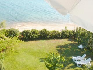 Beachfront 2 bedroom apartment, Pirovac