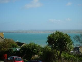 2 bedroom apartment with sea views, garden, parking, 3 minutes stroll to harbour