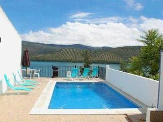 Stunning Views - Villa in the heart of Iznájar, Iznajar