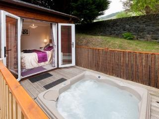 Robin View Lodge with hot tub, Limefitt Park, Windermere, Lake District