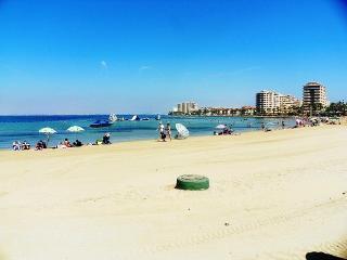 Playa Principe, La Manga light and airy beachfront apartment, Wifi & Air Con