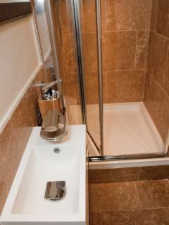 Travertine en suite shower room
