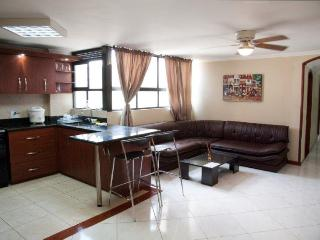 3 Bedrooms 3 blocks from Park Lleras Hot Tub