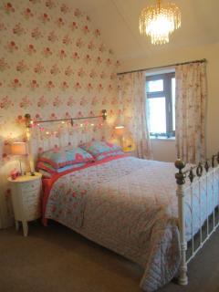 Master bedroom - mega chintzy boudoir