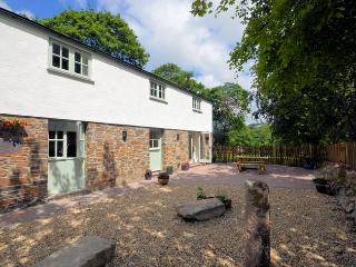 LROSE Cottage situated in Truro (3mls NW)