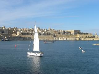SEAFRONT apt at Grand harbour, Senglea