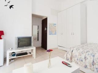 Amazind balcony apt by the beach, Gedera