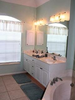 En suite for master bedroom