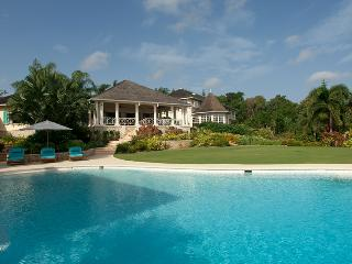 Kenyan Sunset Golf Villa in Rose Hall - Ideal for Couples and Families