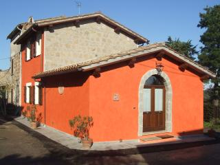 RED HOUSE - CASA ROSSA - OVERLOOKING THE VALLEY - FREE WI-FI ALL OVER