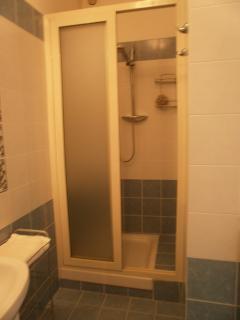 particolare doccia bagno piano terra
