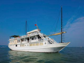 Elizabeth Sails, Halong Bay