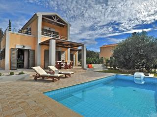 Two-bedroom luxury villa with pool near Argostoli