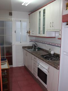 Kitchen - fully equipped with gas hob, oven, elec kettle, toaster, Cooking equip, Utility to rear