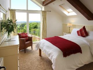 Spacious double bedroom en suite, full length windows, juliet balcony, en suite bath and shower room