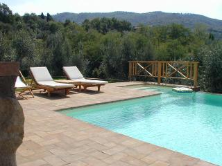 Umbria 1 bed villa with pool, WIFI, walking distance to village centre
