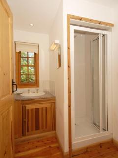 Pembrokeshire holiday cottage - Master en-suite shower