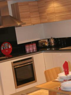Modern handleless kitchen with granite worktop