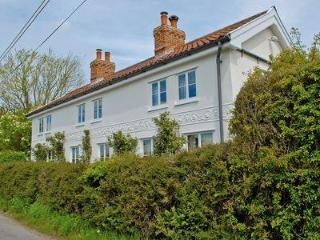 SUNSHINE FIELD COTTAGE, Saxmundham