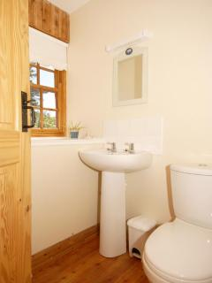 Pembrokeshire holiday cottage - twin with en-suite shower