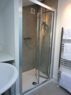 Upstairs en-suite shower room