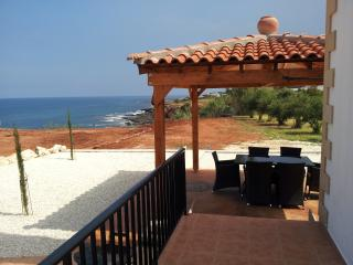 Beach Cove Villa, Cliff top Villa with free WiFi., Polis