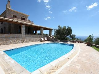 SERENITY HOUSE VILLA, SEA & MOUNTAIN VIEWS & POOL, Kalamata