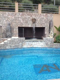 POOL WITH A SEPARATE JACUZZI POOL FOR 4 PERSONS