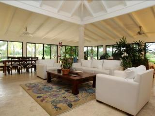 Modern and Spacious Golf Villa Close to the Beach, La Romana