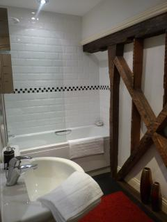 The original timber frames in the bathroom at Apartment 1, Bootham, Holiday Rental, York