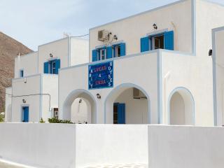 Loukas&emma family houses, Perissa