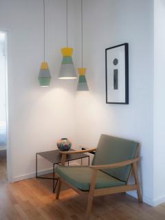 A quiet reading place under the ILI_ILI lamps