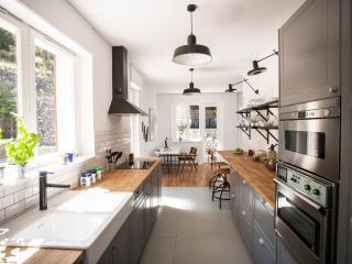 Spacious hi-tech kitchen