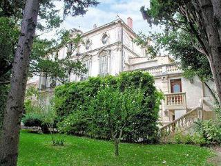 2 bedroom apartment in renovated 18th century Avignon mansion with enclosed garden and patio
