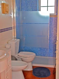 Bathroom 1 - 1st floor
