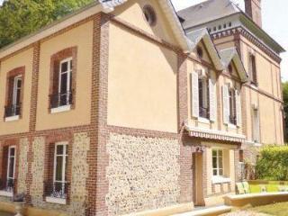 VILLA FELIX, Lyons-la-Foret