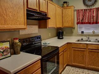 Sleeps 8, Walk to Parkway, Clean, Free Tickets, 3 BR, Fall Deal$!