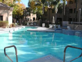 Renovated 1Bed/1Bath Ground Level Condo, Scottsdale