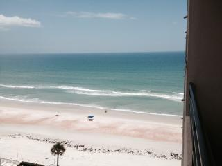 Cozy Fantastic Daytona Beach Shores Condo