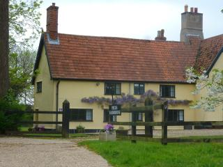 Spacious 4 star Family Holiday Cottage, 3 bedrooms, Suffolk