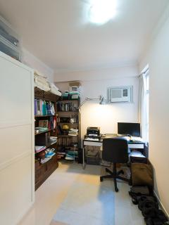 Study/second bedroom with PC. Free wifi.