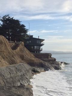 Peek at Jack O'Neills house on East Cliff drive at the Point.