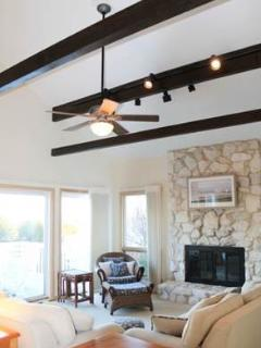 Vaulted ceiling family room with majestic bay views